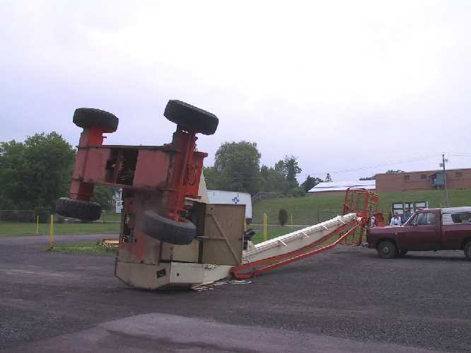 picture of aerial work platform that tipped over